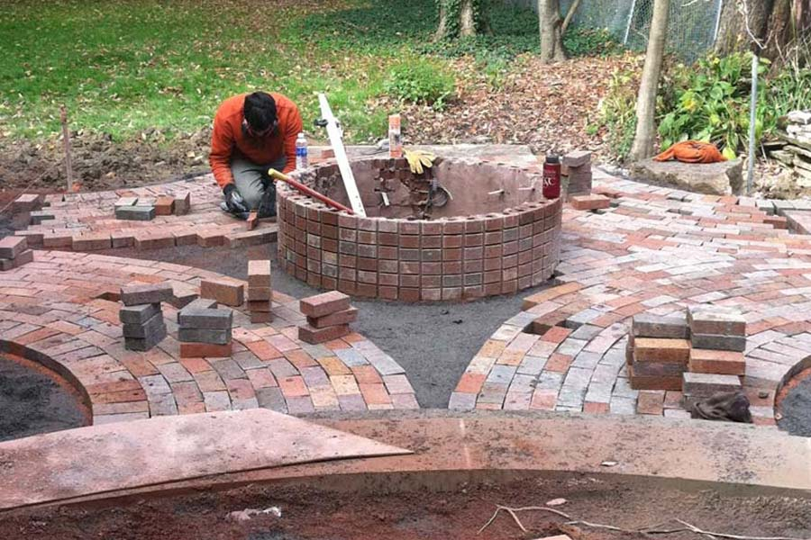 Brick Fire Pit: Home-Like Feeling In Your Garden | Fire ...